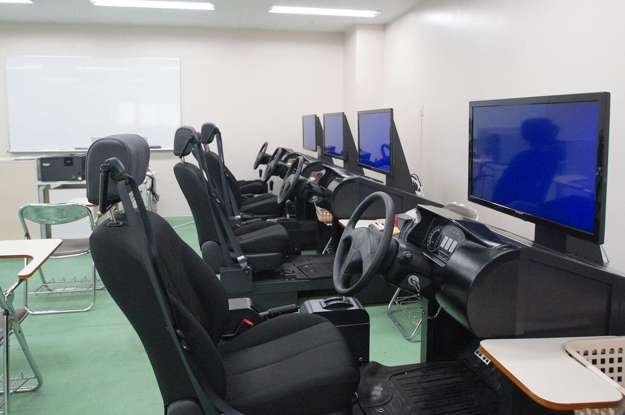 構造実習室 トレーチャー室